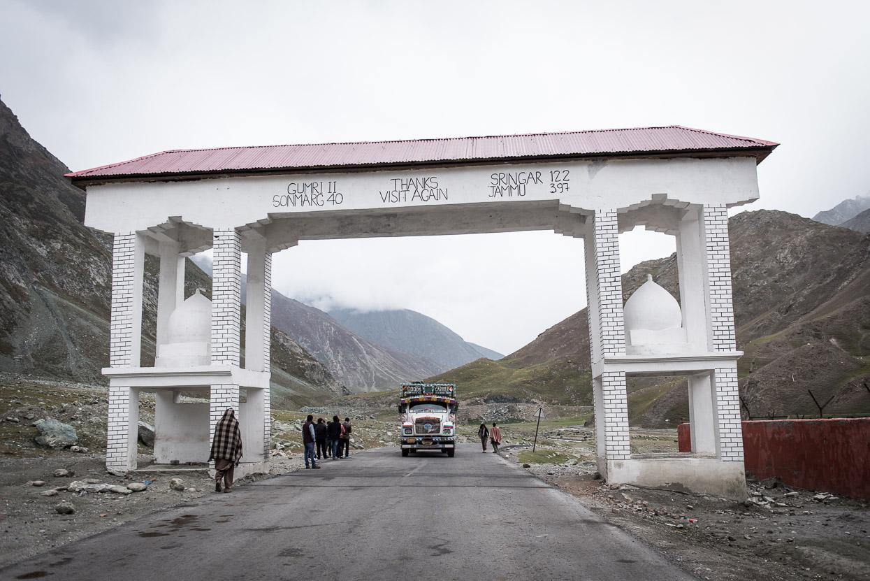 arch on srinagar leh highway