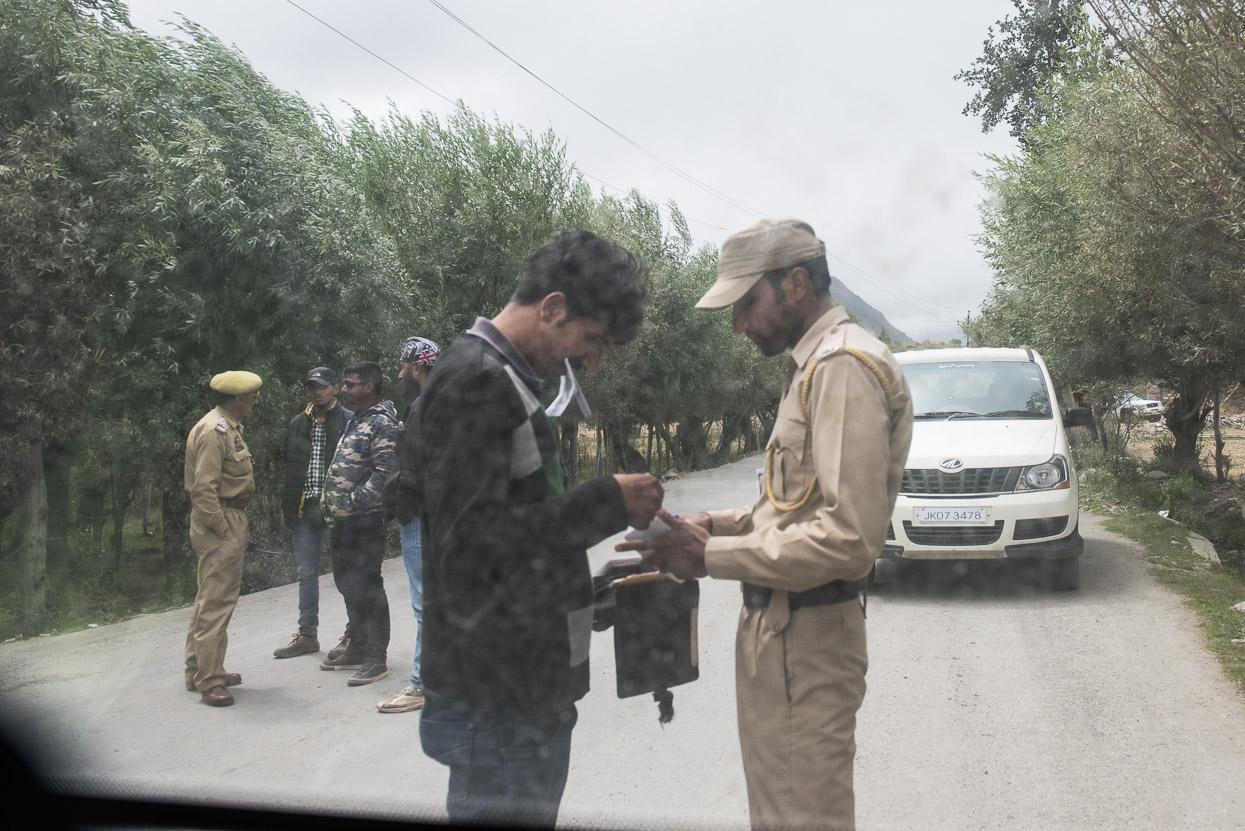 checkpoint on srinagar leh highway