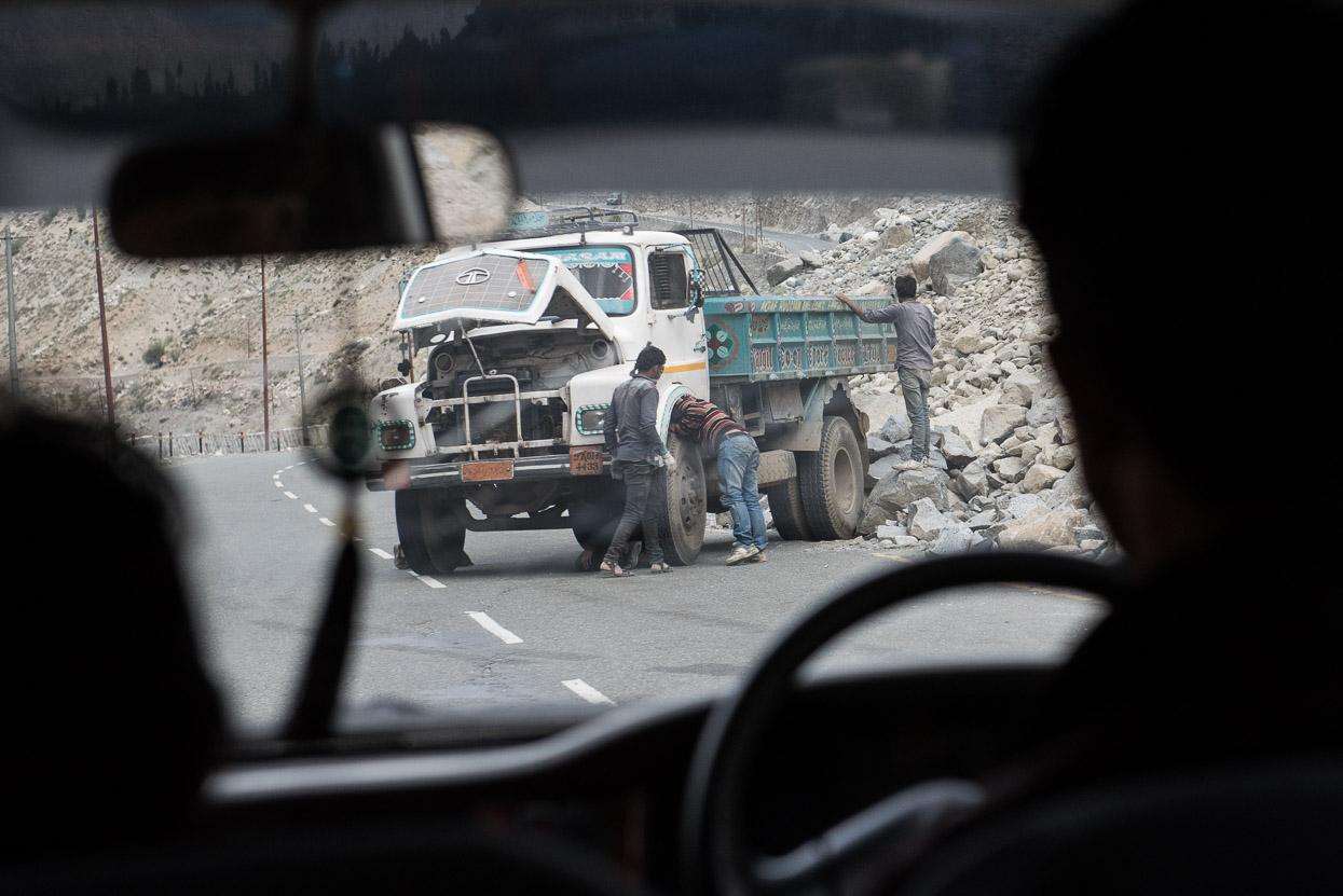 truck with flat tire on srinagar leh highway