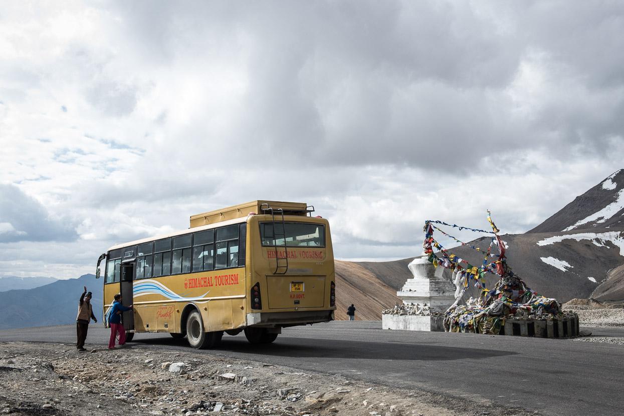 tourist bus on thangangla pass manali leh highway